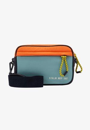 CROSSBODY BAG - Taška spříčným popruhem - multicolor/mint