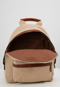 Marc O'Polo - BACKPACK - Reppu - warm stone - 3