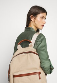 Marc O'Polo - BACKPACK - Reppu - warm stone - 1