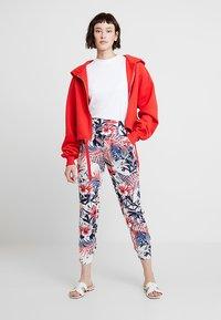 Mavi - ELASTIC WAISTED PANTS - Trousers - hibiscus - 1
