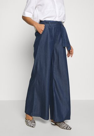 FLARE LEG PANTS - Pantalones - denim