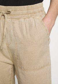 Mavi - DRAWSTRING PANTS - Bukse - cornstalk - 4
