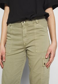 Mavi - CARLY - Trousers - green washed down - 4