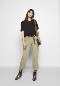 Mavi - CARLY - Trousers - green washed down - 1