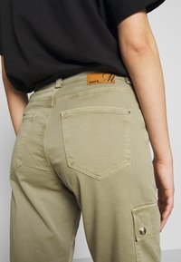 Mavi - CARLY - Trousers - green washed down - 6