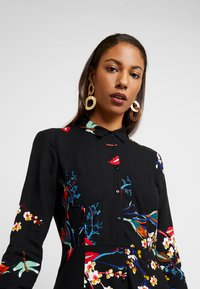 Mavi - PRINTED DRESS - Skjortekjole - black - 4