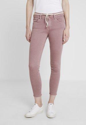 ADRIANA ANKLE - Jeans Skinny Fit - grape washed denim