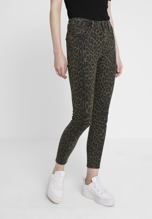 LUCY - Jeans Skinny Fit - green