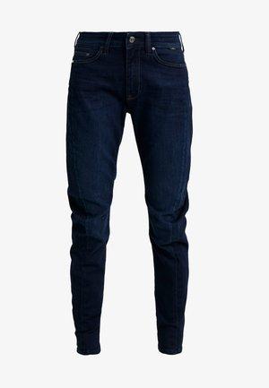 TINA - Zúžené džíny - deep sateen glam