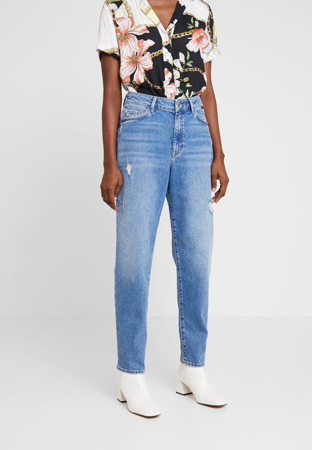 STELLA ON MANNEQUIN - Jeans a sigaretta - light blue denim