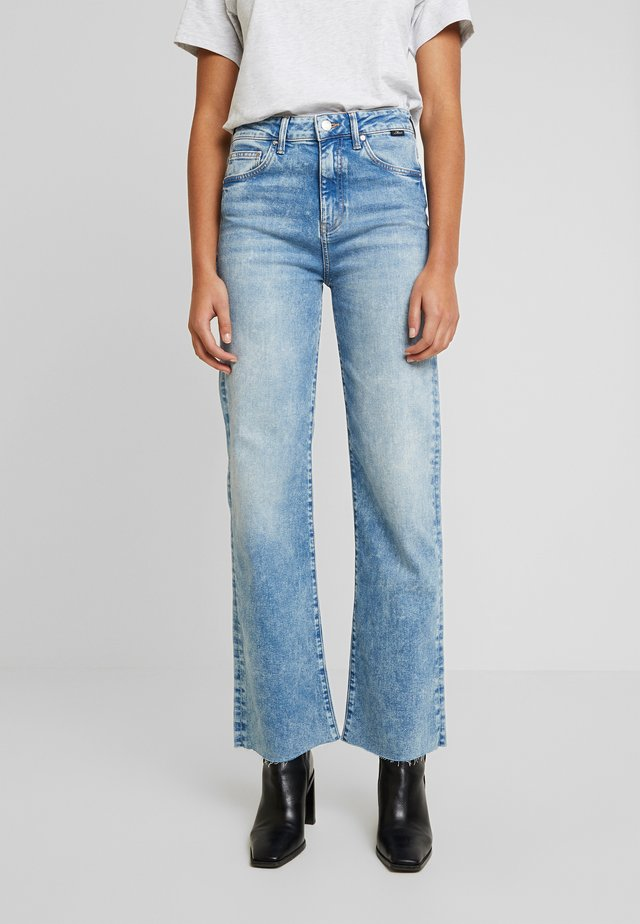 VICTORIA - Jeans straight leg - light-blue denim