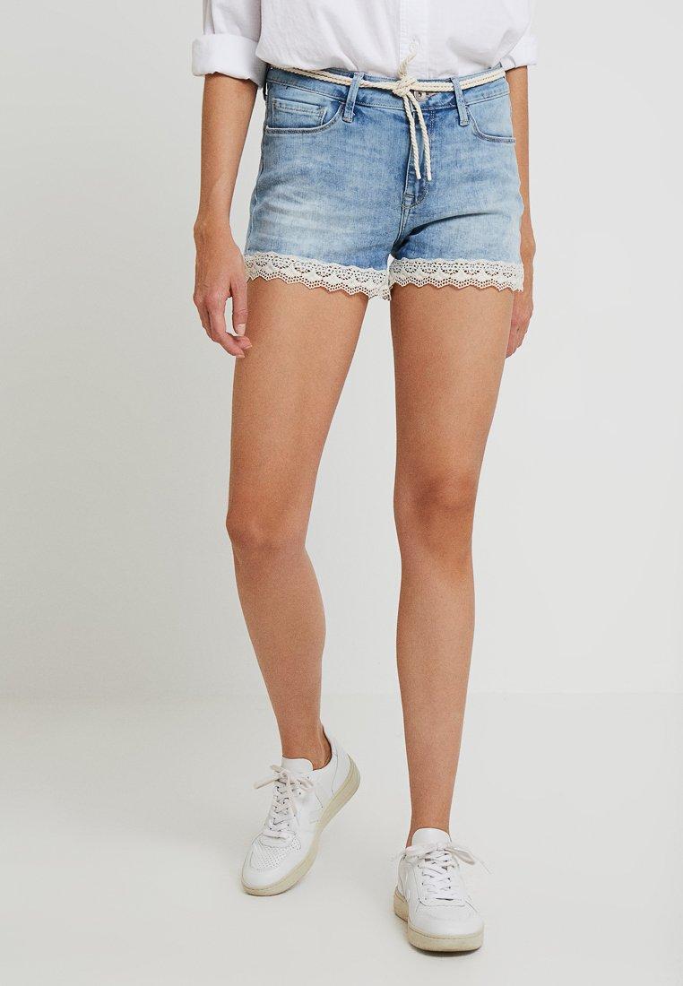 Mavi - EMILY - Shorts vaqueros - mid denim