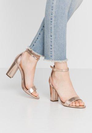 BEELLA - Sandaler med høye hæler - rose gold