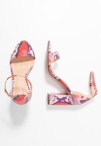 Madden Girl - BEELLA - Sandaler med høye hæler - red/multicolor - 3