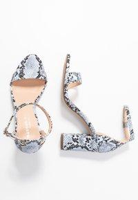 Madden Girl - BEELLA - Højhælede sandaletter / Højhælede sandaler - blue - 3