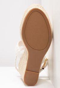 Madden Girl - NARLA - Korolliset sandaalit - white - 6