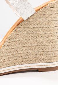 Madden Girl - NARLA - Korolliset sandaalit - white - 2