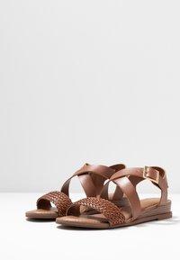 Madden Girl - CIARA - Sandaletter med kilklack - cognac - 4