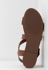 Madden Girl - CIARA - Sandaletter med kilklack - cognac - 6