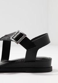 Madden Girl - CIARA - Sandaletter med kilklack - black - 2