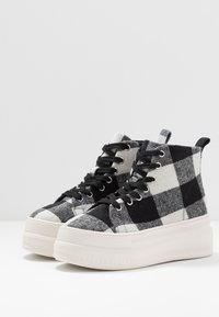 Madden Girl - CHUCKLE - Baskets montantes - black/white - 4