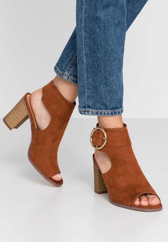 DARLYNN - Ankle cuff sandals - chestnut
