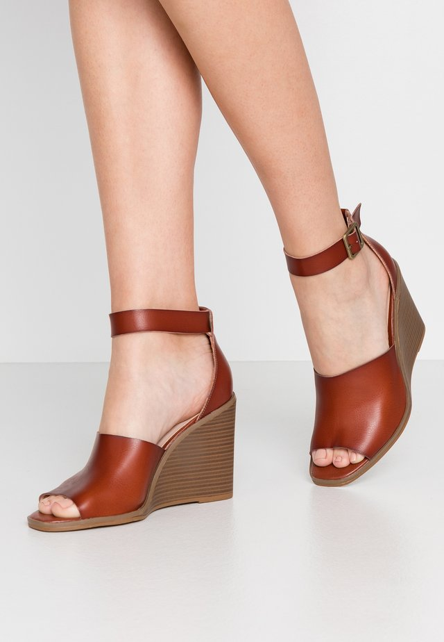 GARLAND - High heeled sandals - cognac paris