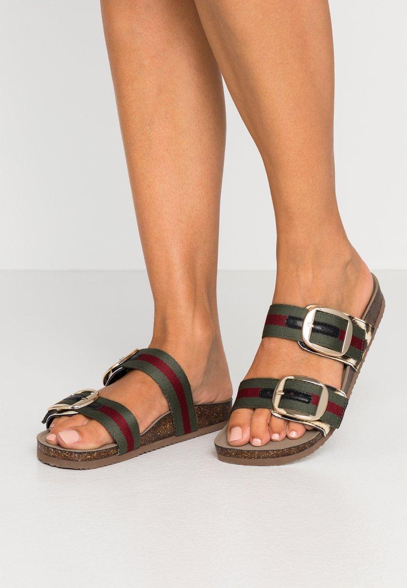 Madden Girl - BAMBAM - Pantofle - olive/burgundy