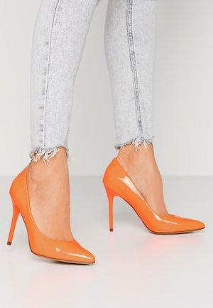 PERLA - Zapatos altos - orange neon