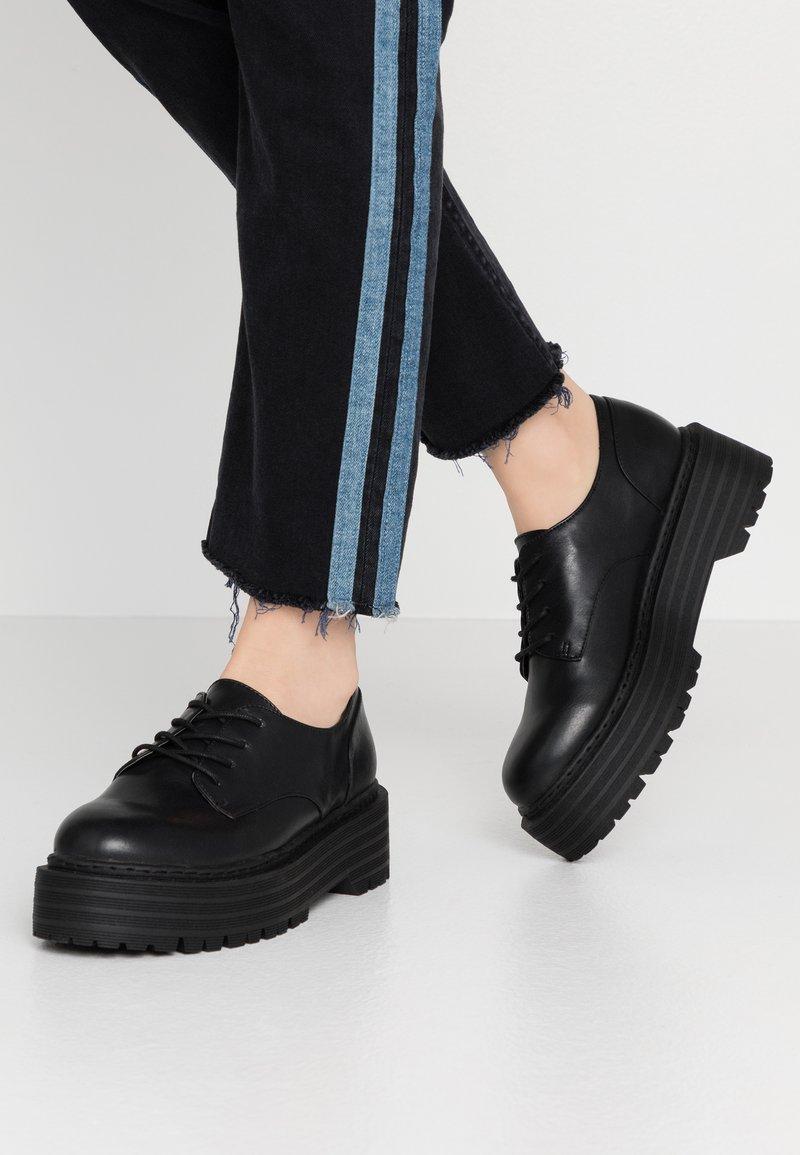 Madden Girl - MINTY - Šněrovací boty - black