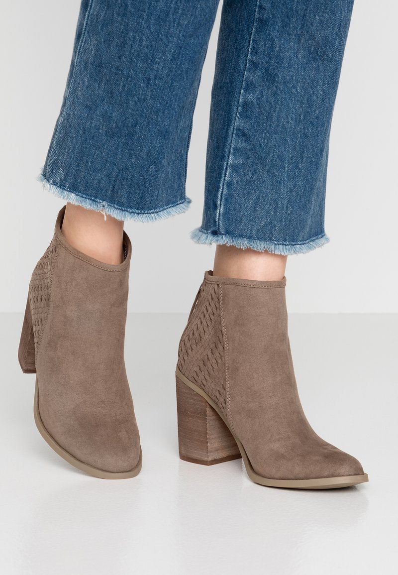 Madden Girl - EMMIE - High heeled ankle boots - taupe