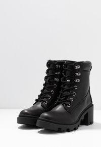 Madden Girl - DILLIAN - Šněrovací kotníkové boty - black paris - 4