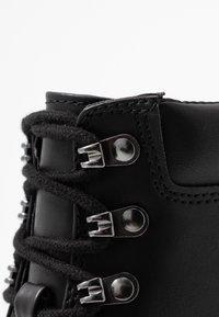 Madden Girl - DILLIAN - Šněrovací kotníkové boty - black paris - 2