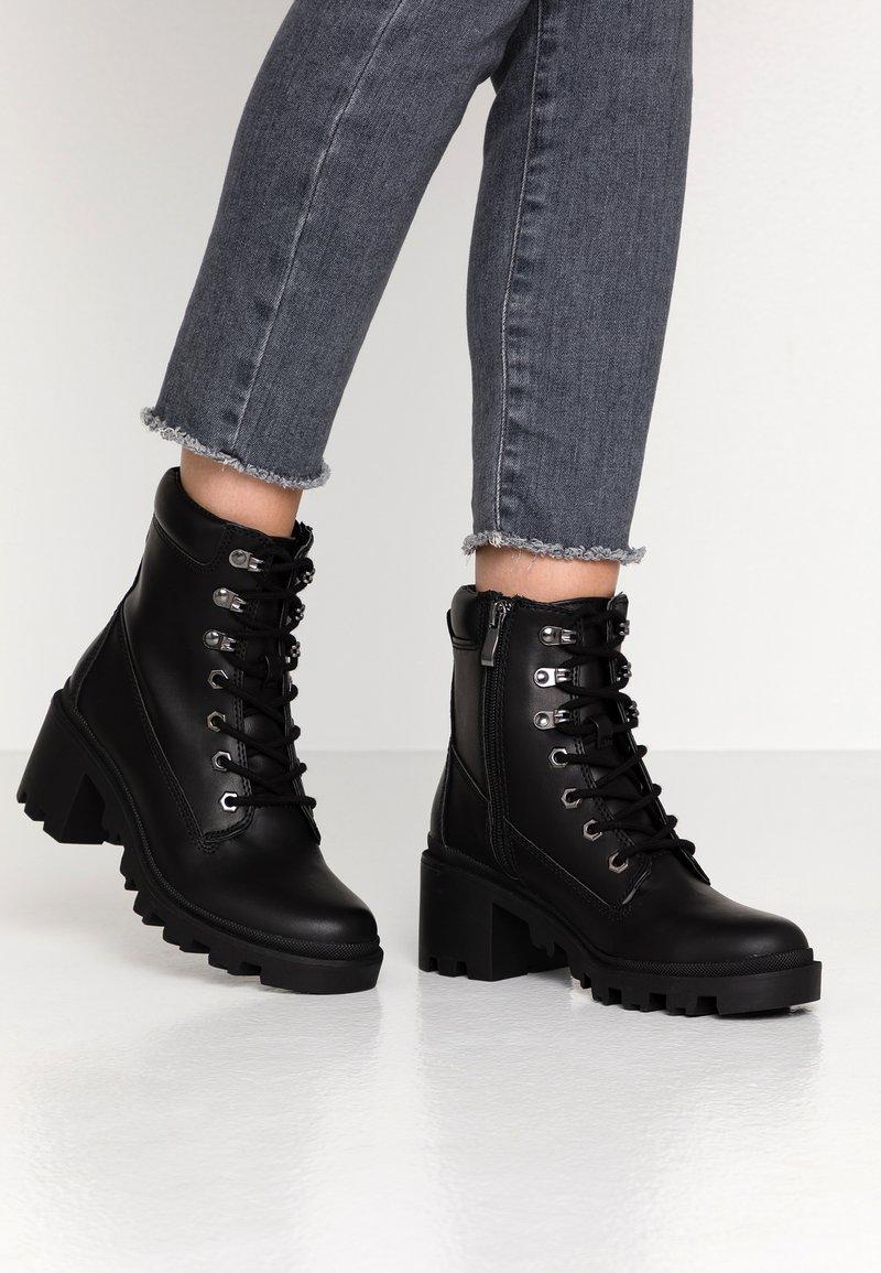Madden Girl - DILLIAN - Šněrovací kotníkové boty - black paris