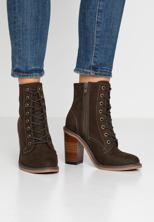JETTIE - High heeled ankle boots - olive