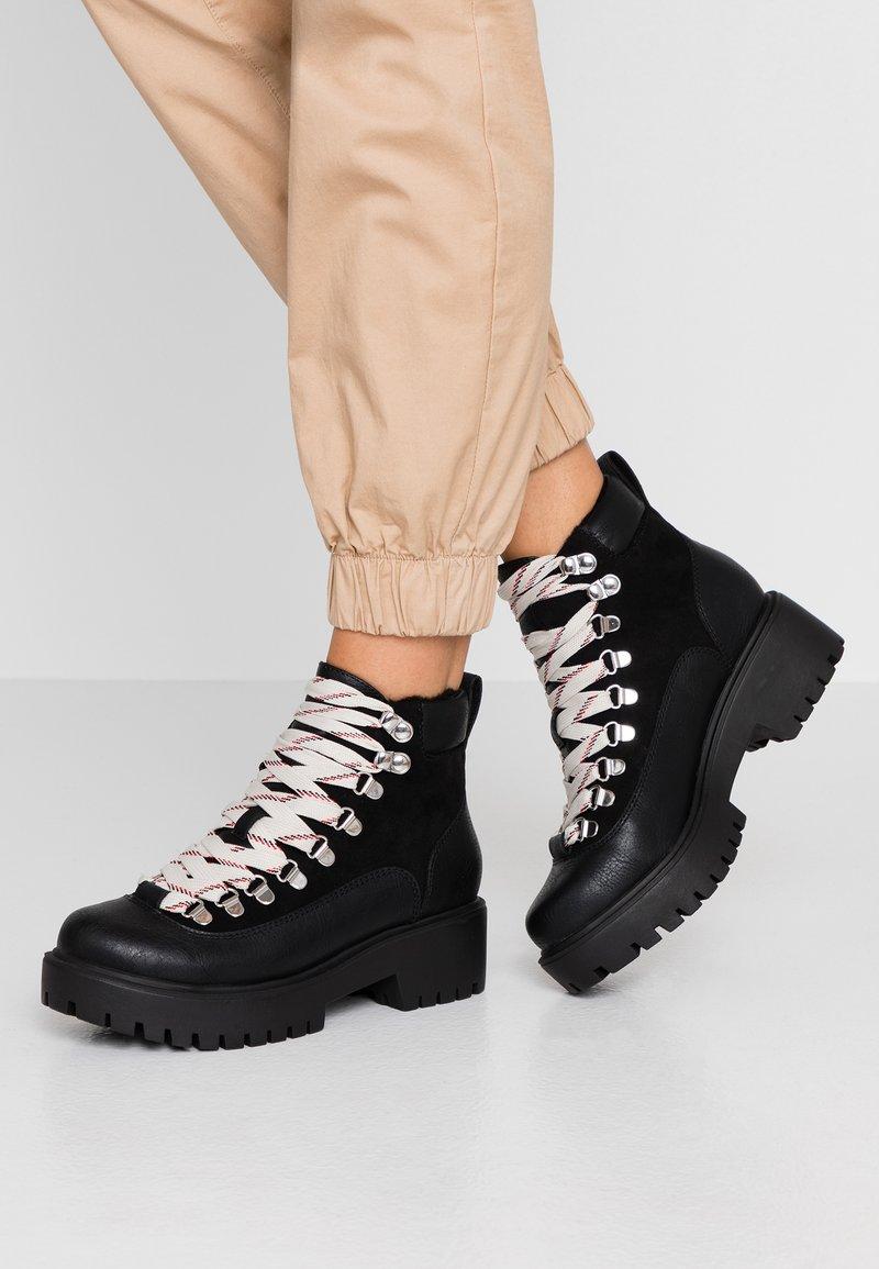 Madden Girl - LODGE - Korte laarzen - black paris