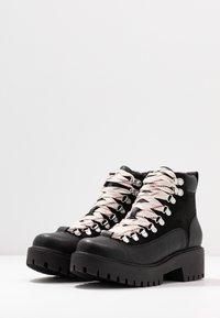 Madden Girl - LODGE - Korte laarzen - black paris - 4