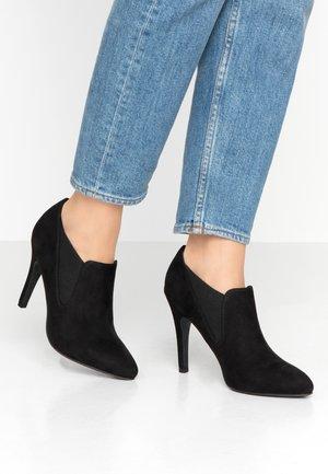 SANGRIIA - Kotníková obuv na vysokém podpatku - black