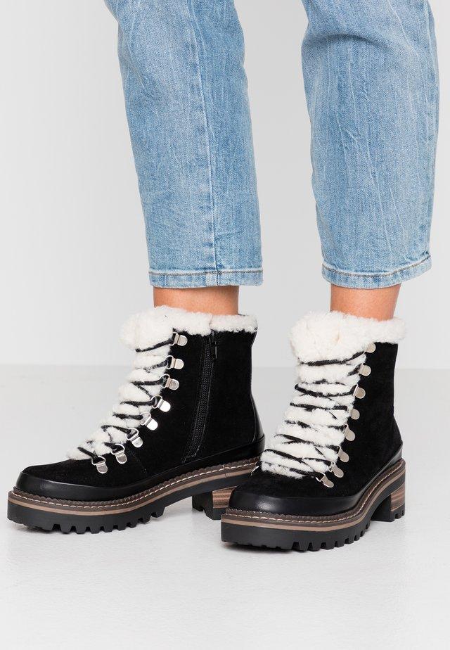 JACK - Kotníkové boty na platformě - black