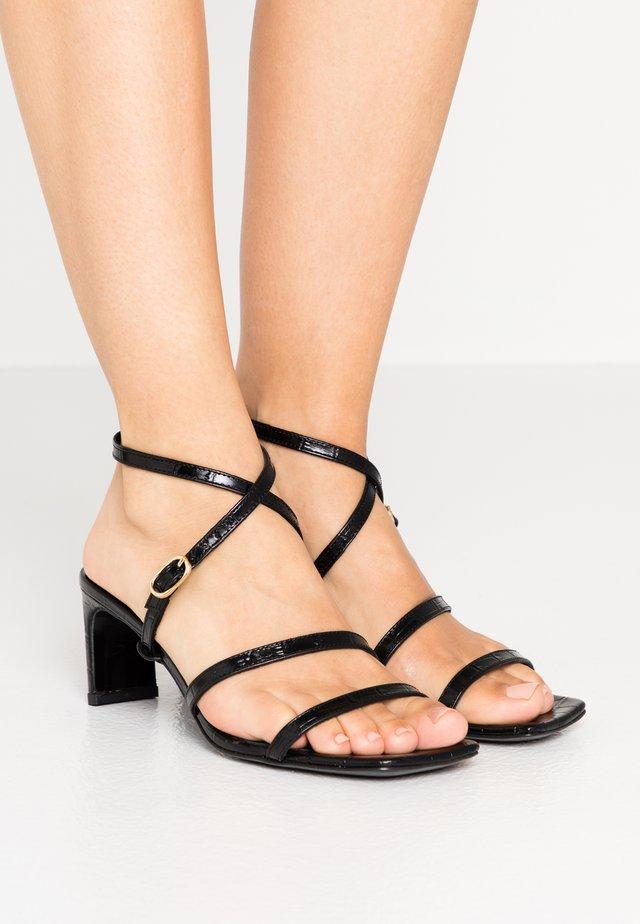 Sandaalit nilkkaremmillä - noir