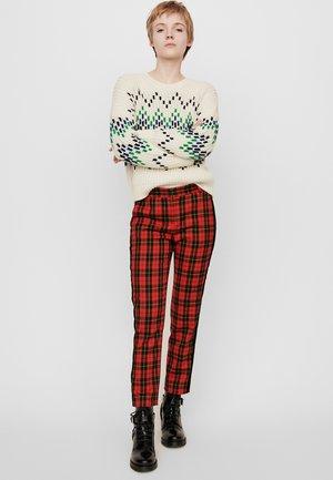 PANTYA - Spodnie materiałowe - rouge
