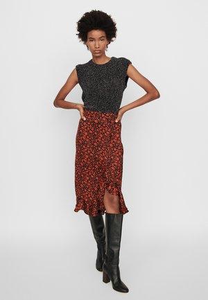 JAVIE - Pencil skirt - rouge