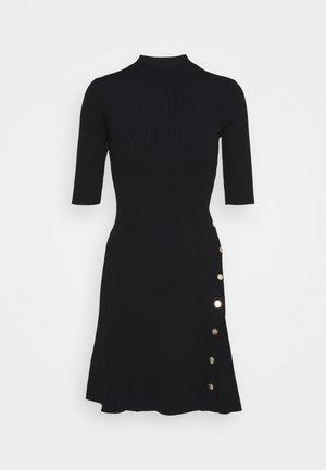 ROSEA - Stickad klänning - noir