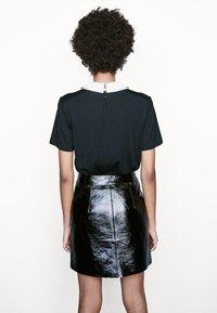 maje - TIVOLA - T-shirt med print - noir - 2