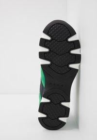 Marni - Sneaker low - platino/spring green - 4