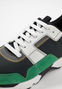Marni - Sneaker low - platino/spring green - 5