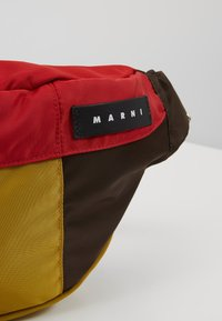 Marni - Heuptas - chesnut/red/cork - 7