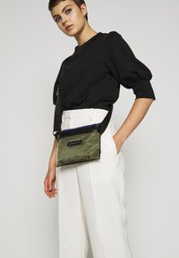 Marni - Schoudertas - black/ultramarine/forest green - 1