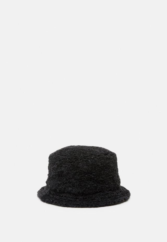 Chapeau - metallo