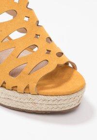 Mariamare - Korolliset sandaalit - mostaza - 2